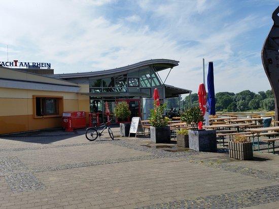 Leverkusen, Germany: Teil der Terrasse für Selbstbedienung