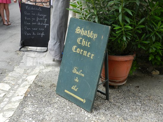 Issigeac, Fransa: A lovely quaint tea room in the back streets