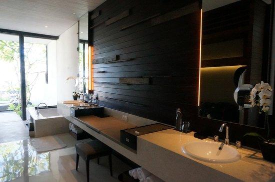 Alila Villas Uluwatu: Bathroom