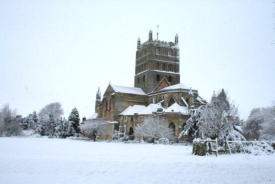 Tewkesbury Abbey: The Abbey in winter