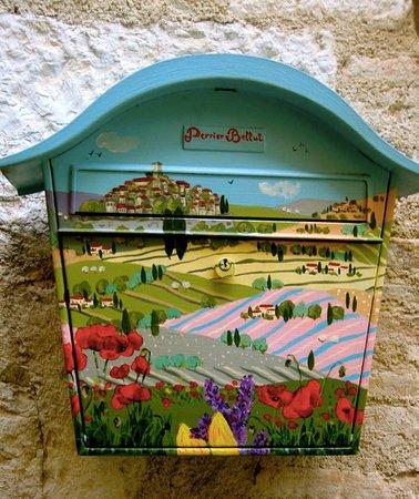 Saint-Paul de Vence: Detail, mailbox, St. Paul de Vance, France
