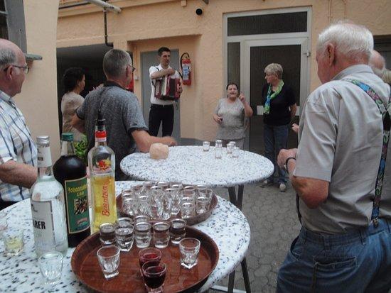 Oberfell, Deutschland: Na de wandeling een lekker drankje