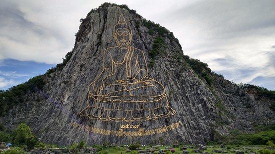 Sattahip, Thailandia: Buddha mountain taken with my mobile camera