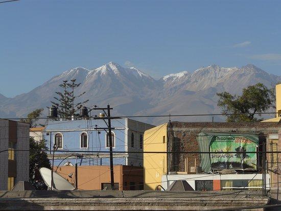 Hostal Nunez: Chachani volcano from hotel terrace