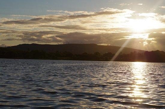 Drumshanbo, ไอร์แลนด์: The gorgeous lake at the rear