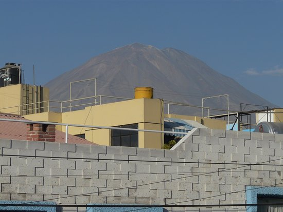 Hostal Nunez: Mistí volcano from hotel terrace