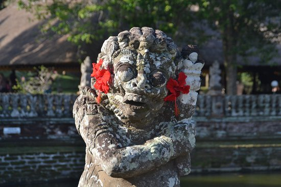Mengwi, Indonesia: decorated statue of guardian