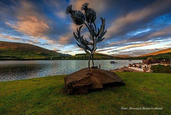 Lochearnhead, UK: Blawn Wi The Wind -sculpture Briar Cottages Lochearnhead