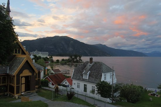 Balestrand, Noruega: Before sun set, white nights!