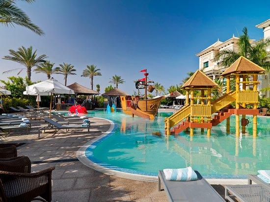 Piscina familiar picture of gran melia palacio de isora for Hotel spa familiar