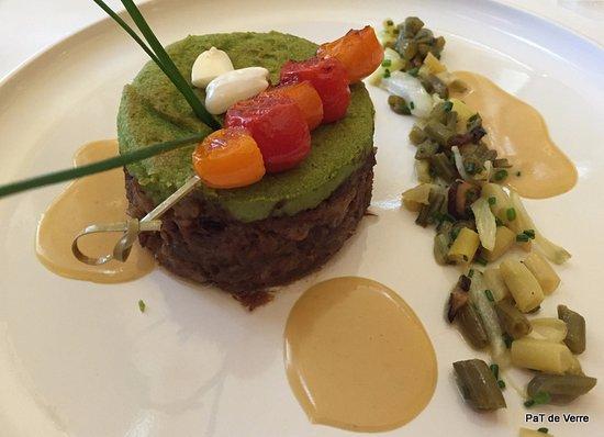 Mazamet, France: pressé d'agneau, purée de fèves et petits légumes de saison