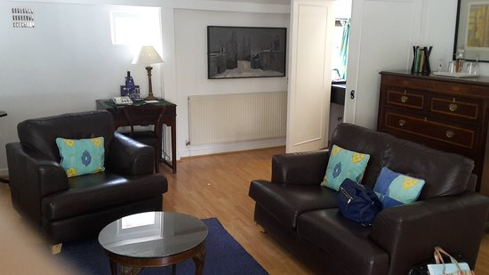 Penrhyndeudraeth, UK: Part of Neptune Suite's lovely sitting-room