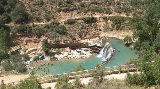 Sabayes, Испания: Vista panorámica de la presa desde otro ángulo.