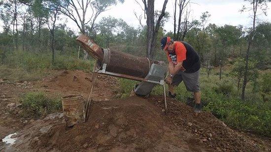 Rubyvale, Australia: Sorting