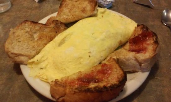 Windmill Restaurant: Omelette and fluffy wheat toast