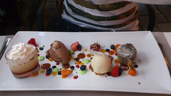 Tegna, Zwitserland: Colorful dessert! 3 types of chocolate!