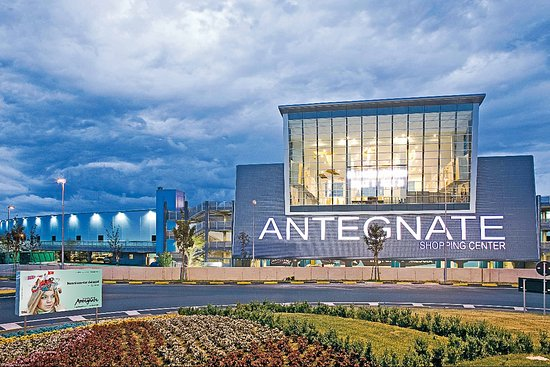 Antegnate Shopping Center