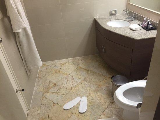 Phachara Suites: nice, clean and modern