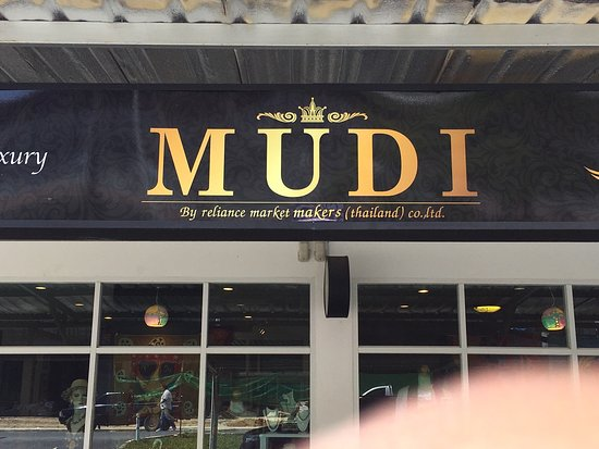 Cherngtalay, Tailandia: Mudi shop one of the best place to shop at boat avenue :)