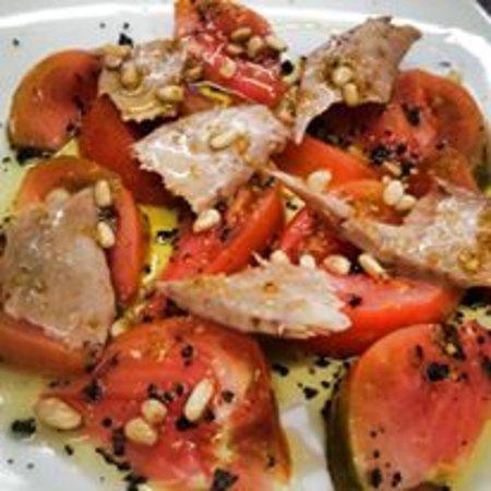 Betera, Spania: Tomate valenciano con ventresca de bonito y piñones