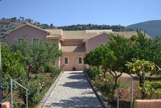 Peratata, Grecia: Территория монастыря