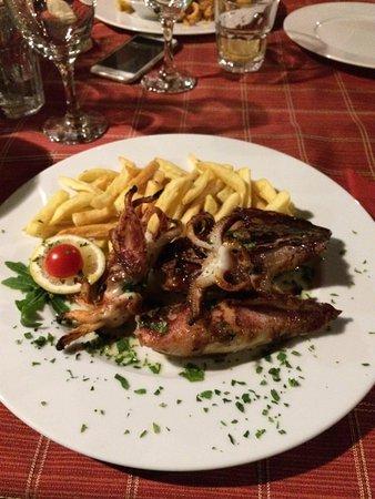 Kukljica, Chorwacja: Calamari ripieni con prosciutto