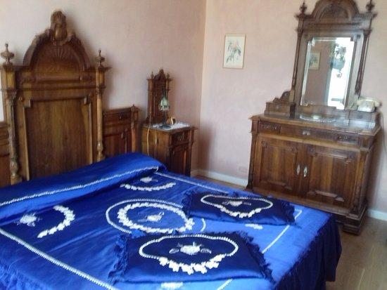 Piegaro, Italien: Muebles de época y habitaciones bien climatizadas.