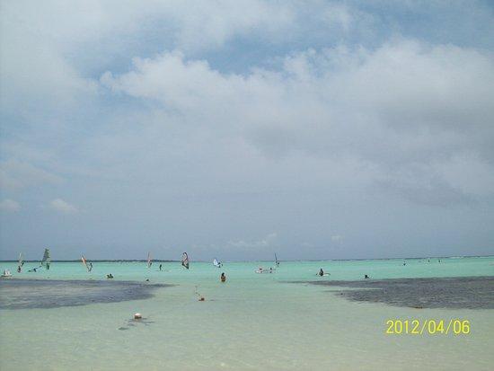 Lac Bay: Donde esta el Cielo y donde el mar?