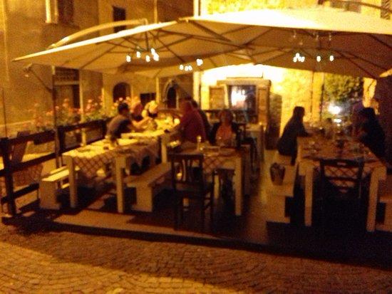 Piegaro, Italien: Terraza al aire libre para las cenas.