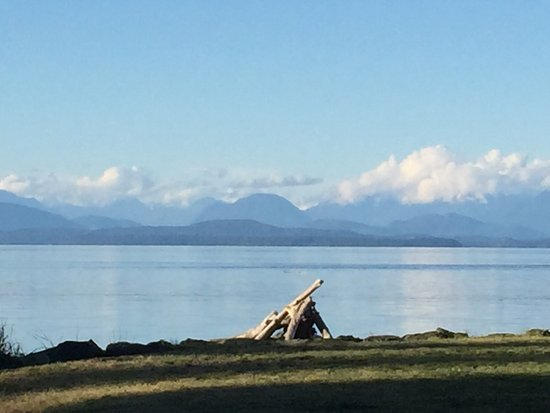 Campbell River, Canadá: Campfire on the Beach