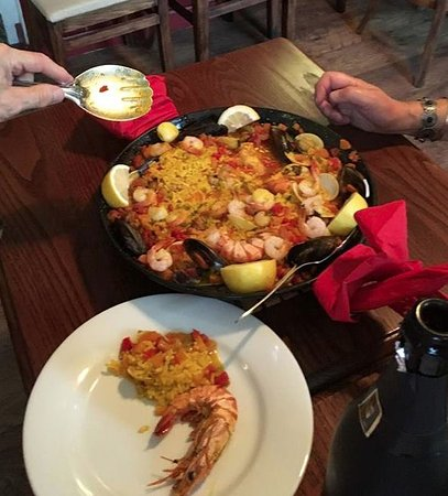 Acle, UK: Chicken and Seafood Paella