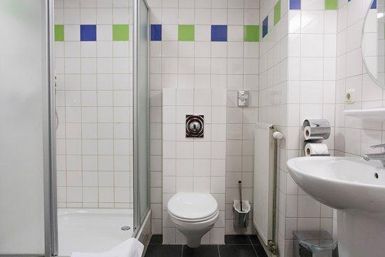 Zevenbergen, Niederlande: badkamer