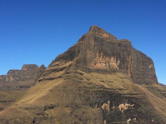 uKhahlamba-Drakensberg Park, África do Sul: In flight view 1
