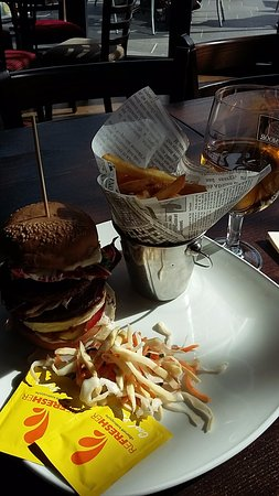 Vantaa, Finlande : Goat cheese, soysteak burger with chips