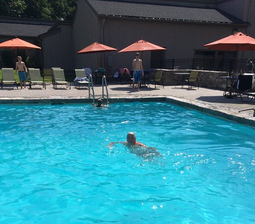 Southbury, CT: Nice Pool Etiquette