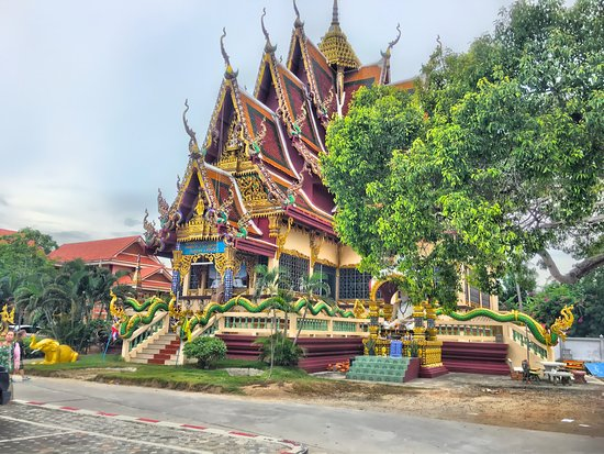 Wat Plai Laem: photo6.jpg