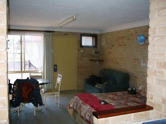 Captain Huon Motel : bed / lounge