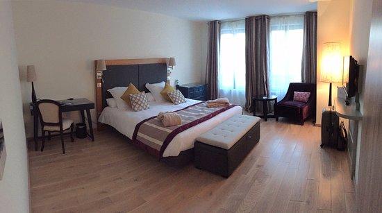 vue de la chambre de luxe - photo de le castel maintenon hotel
