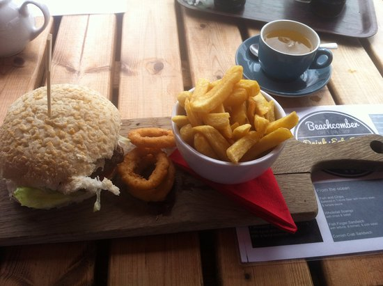 Praa Sands, UK: Aberdeen Angus burger comes with onion rings & chips. Big portions! Green tea is nice also.