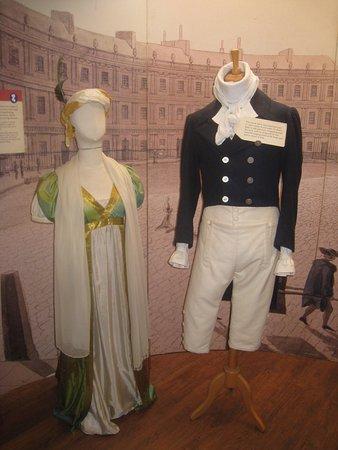 The Jane Austen Centre : Här visas kläder från den tiden.