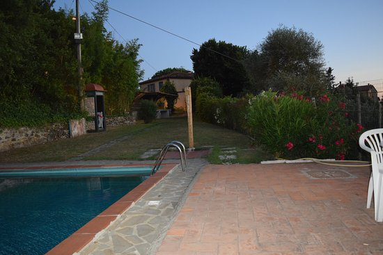 Lamporecchio, Italia: Pool area close to sunset