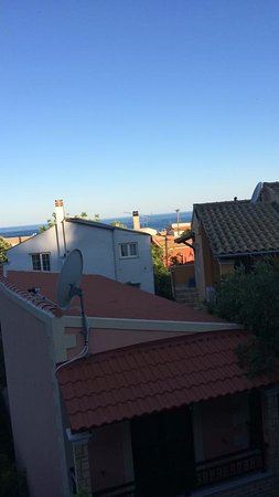 Sebastian's Family Taverna & Accommodation: View from our room to the beach