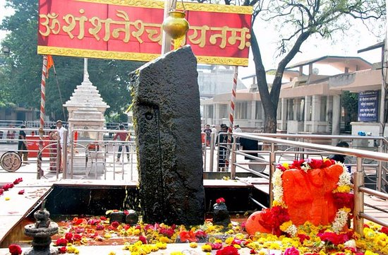 Shani Singhnapur, temple, how to reach, timings, what to do