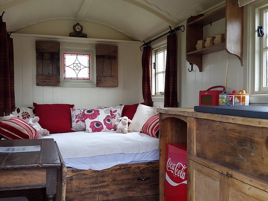 West Wittering, UK: The inside of our first shepherds huts