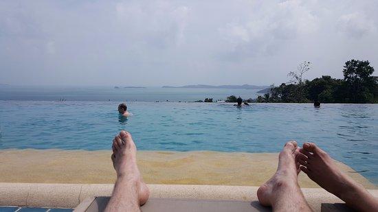 Mantra Samui Resort: The infinity pool