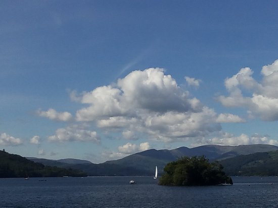 Bowness-on-Windermere, UK: The view on approach to Ambleside