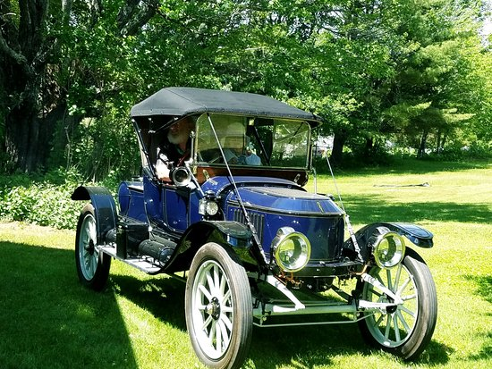Farmington, ME: Beautiful restored Stanley Steamer!