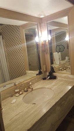 Roberts Riverwalk Hotel Detroit: 20160720_175452_large.jpg