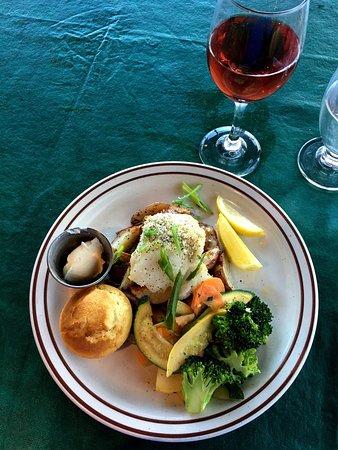 East Glacier Park, MT: Alaska Cod w/ Huckleberry Reisling for my dinner!! 👍