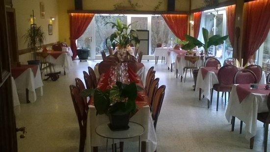 Martelange, Belgien: Grande salle adaptable pour fêtes (anniversaires, baptêmes, communions, réunions, etc...)